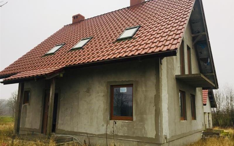 Działka zabudowana budynkiem mieszkalnym i gospodarczym w trakcie budowy. Domy. Przystawy, 78-450, Przystawy, (woj. zachodniopomorskie)